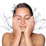 うるおい肌へ! 化粧水をしっかり浸透させるハンドプレスの方法